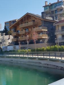 Lakeside Chalets Zaarour